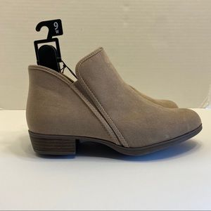 NWT Taupe Tan Zipper Booties Boots